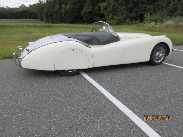 xk120 with skirts, wires.jpg